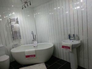 Ремонт и отделка ванной комнаты пластиковыми панелями